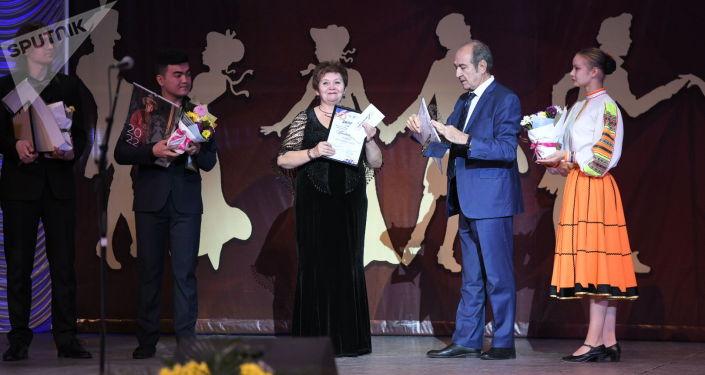 Награждение победителей  V среднеазиатской романсиады в Бишкеке