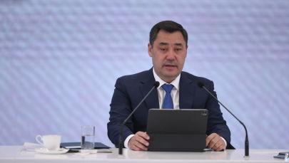 Президент КР Садыр Жапаров во время большой пресс-конференции для отечественных и иностранных СМИ в госрезиденции Ала-Арча