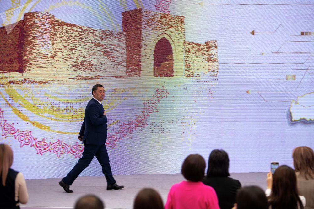 Президент зашел в зал Энесай без опоздания. Пресс-конференция началась в 11:00