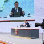 Президент признался, что должен был давать отчет перед курултаем, но законы, регулирующие деятельность этого института, не успели принять. В следующем году Жапаров будет докладывать о проделанной работе на съезде перед делегатами курултая.