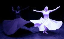 Танцовщицы исполняют суфийский танец Сама в Тегеране (Иран)