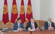 Представление первого заместителя министра в Минэкономкоммерции Сейилбека Урустемова (справа)