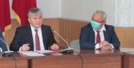 Сейилбек Урустемов экономика жана коммерция министринин биринчи орун басары (оң жакта)