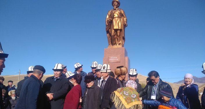 Торжественные мероприятия по случаю 165-летия Ниязаалы Борошева и 90-летия Тологона Касымбекова в Аксыйском районе Джалал-Абадской области