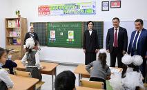 Президент Садыр Жапаров на церемонии открытия школы в селе Мыкан