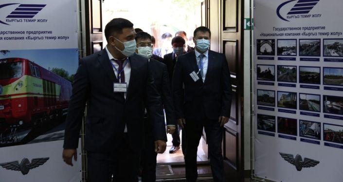 25 октября 2021 года состоялась встреча генерального директора ГП НК Кыргыз темир жолу Азамата Сакиева с главой делегации ООО Инженерной корпорации №3 Железные дороги Китая