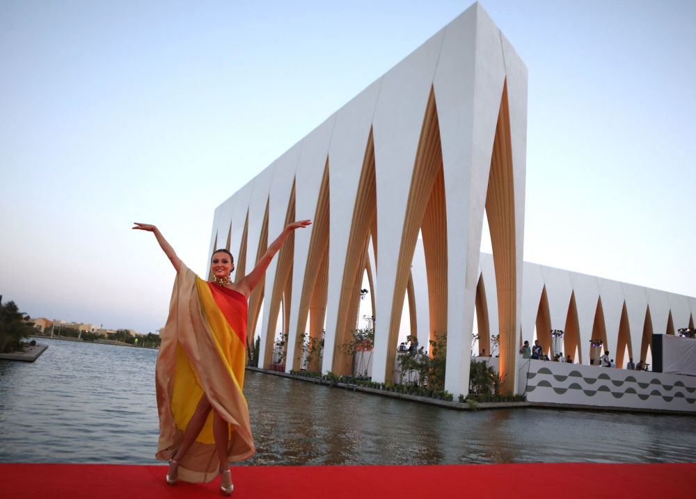 Египеттик актриса, фестивалдын негиздөөчүсү жана башкы директор Бушра Розза кызыл килемде