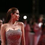 Сириялык актриса Несрин Тафеш кызыл килемде сүрөткө түшүп жатат