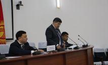 Бажы кызматынын төрагалыгына жаңы дайындалган Адилет Кубанычбеков жана министрлер кабинетинин төрагасы Акылбек Жапаров