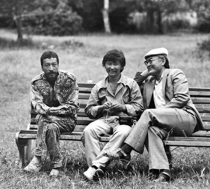 КРдин эл артисттери Геннадий Базаров, Актан Арым Кубат жана Манас Мусаев Каракол шаарында. 1989-жылы