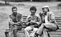 Народные артисты КР Геннадий Базаров, Актан Арым Кубат и Манас Мусаев во время съемок художественного фильма Заговор в Караколе. 1989 год