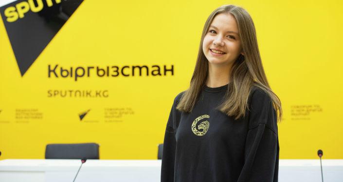 Чемпионка мира по воздушной акробатике Дарья Корешкова в офисе Sputnik Кыргызстан