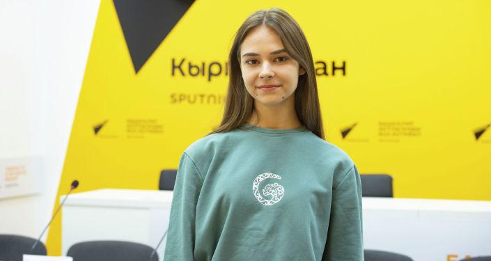Чемпионка мира по воздушной акробатике София Губеева в офисе Sputnik Кыргызстан