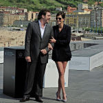 Американская актриса Джулия Робертс вместе с испанским актером Хавьером Бардемом на 58-м кинофестивале в Сан-Себастьяне, во время продвижения фильма Ешь, молись, любив Сан-Себастьяне на севере Испании. 20 сентября 2010 года