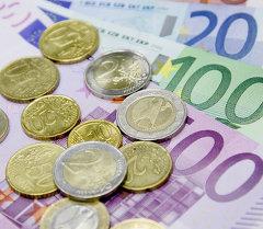Банкноты и монеты евро. Архивное фото