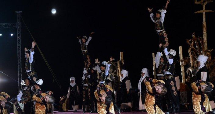 Первые Всемирные Игры Кочевников на берегу Иссык-Куля. Архивное фото