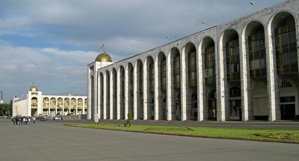 Поздравление Президента Алмазбека Атамбаева с Днем города Бишкек