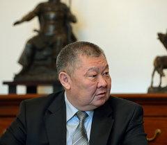 Вице-премьерлик кызматта турган Токон Мамытов. Архив