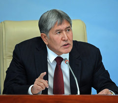 Мамлекет башчысы Алмазбек Атамбаев. Архив