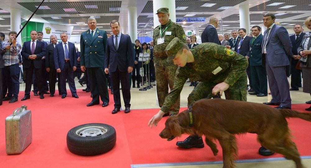 Д.Медведев посетил международную выставку Таможенная служба – 2014