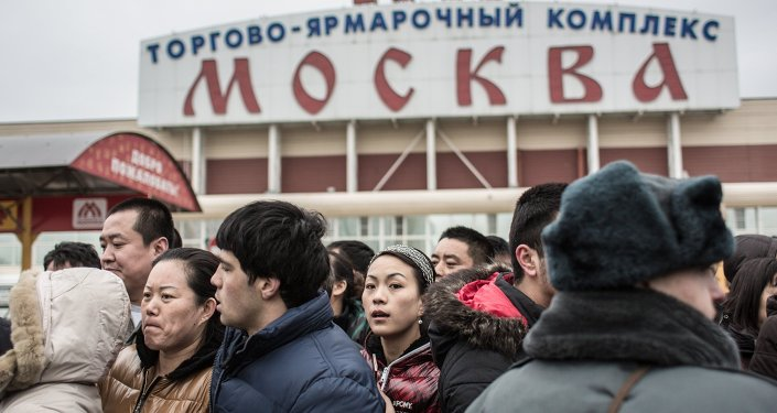 Архив: Люблинодогу Москва соода борборундагы мигранттарды полиция текшерүүдө