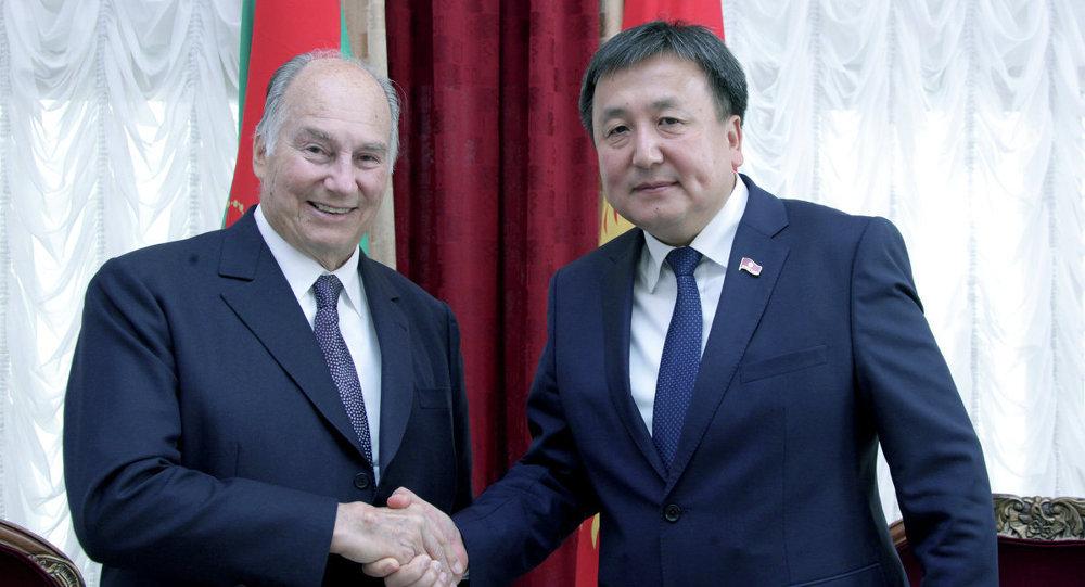 Кыргызстанга келген Ага Хан алгач Жогорку Кеңештин төрагасы Асылбек Жээнбеков менен жолукту.
