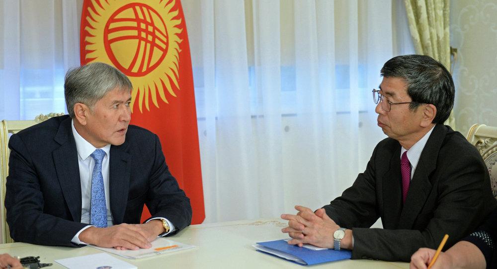 Атамбаев встретился с президентом Азиатского банка развития Такехико Накао