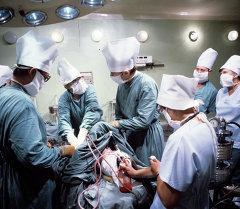 Жүрөккө операция кылуу кези. Архив