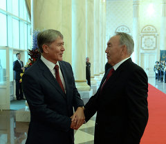 Атамбаев Казакстандын дүйнөлүк соода уюмуна кириши менен Назарбаевди куттуктады