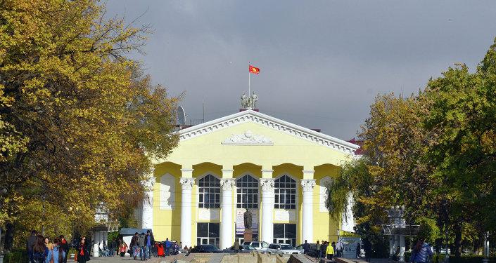 Вид на Кыргызский государственный национальный университет (КГНУ). Архивное фото
