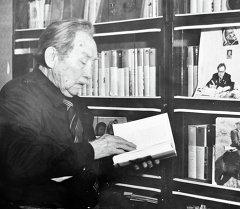 Акын, жазуучу Аалы Токомбаев. Архив