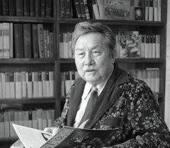 Кыргыз эл жазуучусу, кыргыз жазма адабиятын түптөөчүлөрдүн бири Аалы Токтомбаевдин архивдик суроту