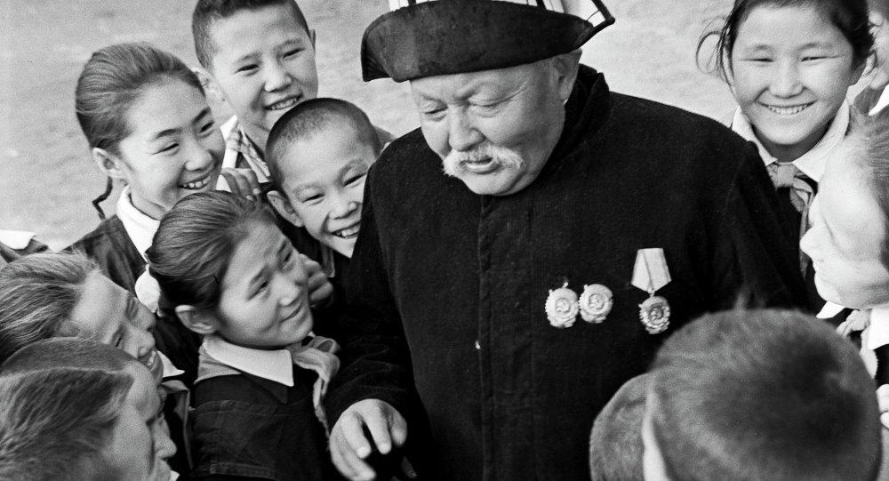 Народный артист Киргизской ССР Саякбай Каралаев