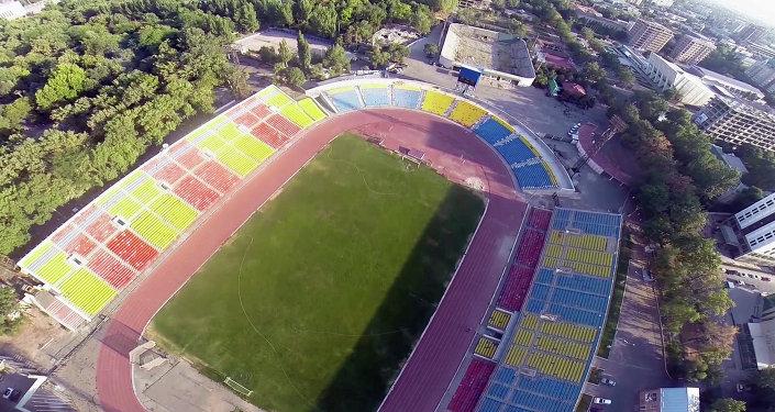 2010-жылы Спартак стадиону курулуштун автору Дөлөн Өмүрзаковдун атын алган
