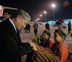Алмазбек Атамбаев прибыл с официальным визитом в Туркменистан