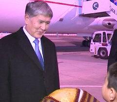 Президента КР Алмазбека Атамбаева радушно встретили на земле Туркменистана