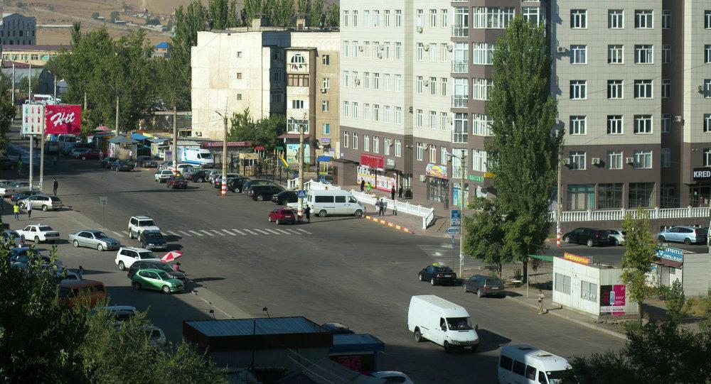 Перекресток с пешеходным переходом. Архивное фото