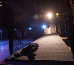 Артисты на сцене театра. Архивное фото