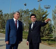 Алмазбек Атамбаев менен Гурбангулы Бердымухамедов жолугушуу учурунда. Архив