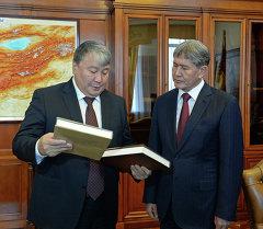 Атамбаев принял председателя Госсобрания Якутии Александра Жиркова