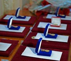 Атамбаев вручил Государственную премию в области науки и техники