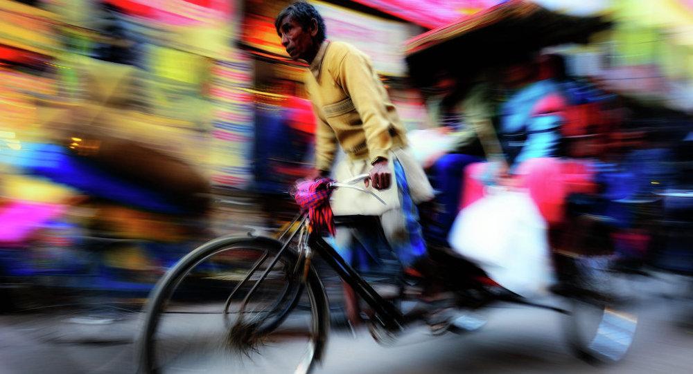 Архив: Мужчина на рикше. Индия.