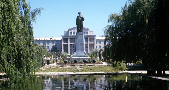 Памятник поэту Абу Абдаллах Джафар Рудаки