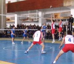 Бишкекте Чокморовдун  элесине арналган волейбол боюнча турнир өтүүдө