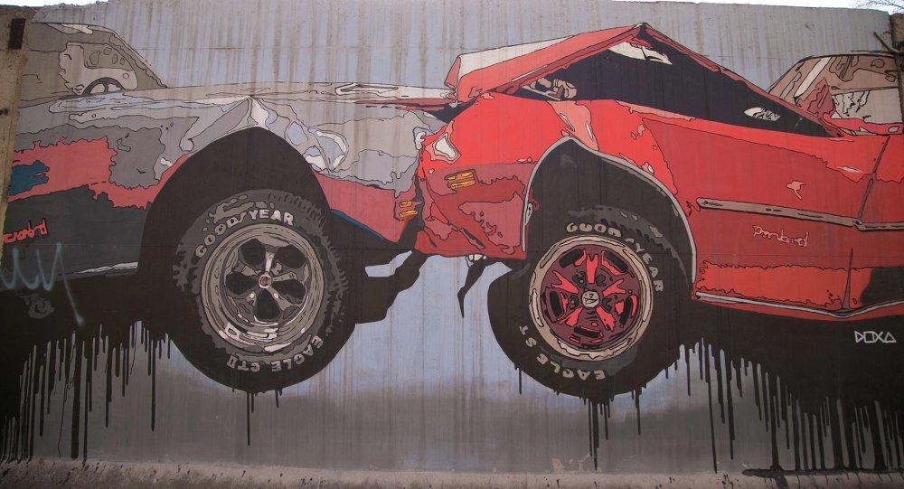 Стрит-арт на на стене. Архивное фото