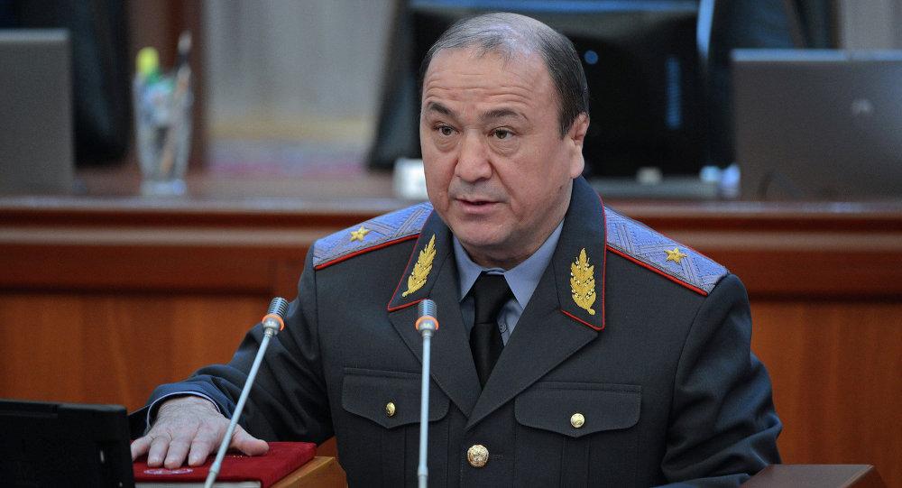 Министр МВД Мелис Турганбаев принимает присягу
