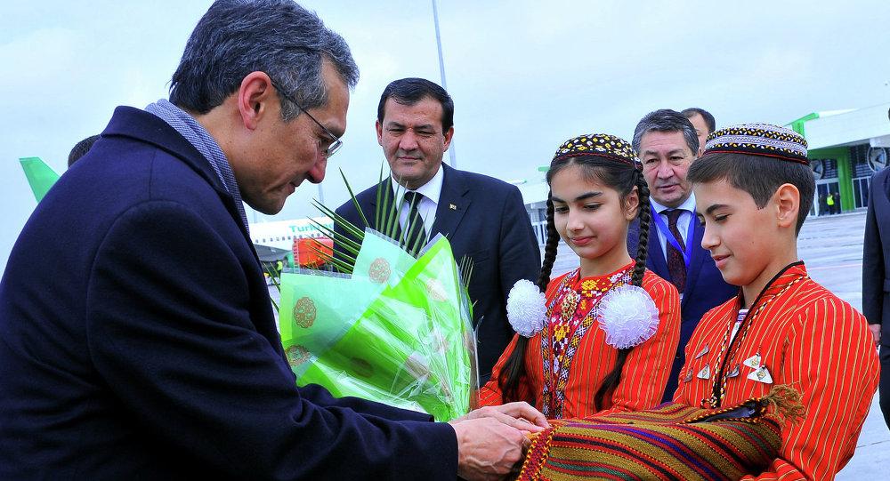 Встреча Президента Туркменистана Гурбангулы Бердымухамедова с Премьер-министром Кыргызской Республики Джоомартом  Оторбаевым