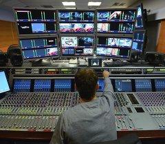 Останкин телевизиондук комплекстин монтаж кылуучу бөлмөдөгү кызматкер. Архив
