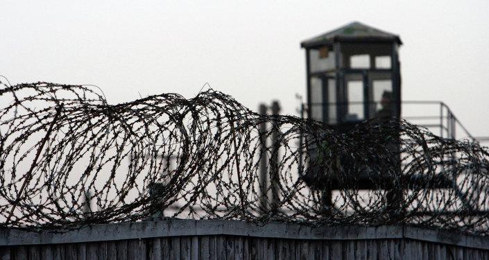 Охранный периметр в тюрьме. Архивное фото
