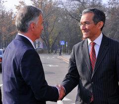 Премьер-министр Кыргызской Республики Джоомарт Оторбаев встретился с Президентом Швейцарской Конфедерации Дидье Буркхальтером, который прибыл в Кыргызскую Республику с рабочим визитом.
